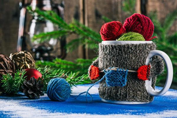 Вы любите коротать вечера с вязанием в руках?  И у ваших родных в гардеробе обязательно есть свитерок или шапочка, носочки или шарфик, связанные вашими руками?
