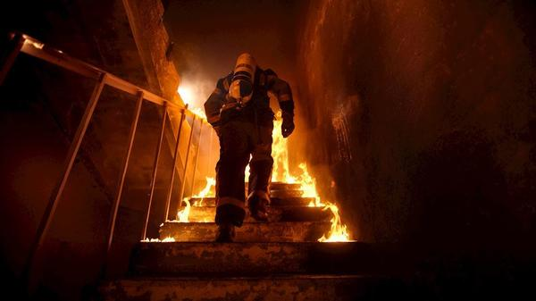 Fireman, Fire, Stairs, Building
