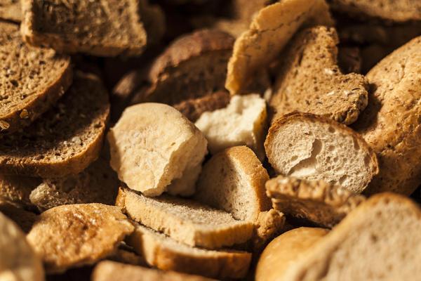 Хлебная подкормка - есть ли от нее польза?