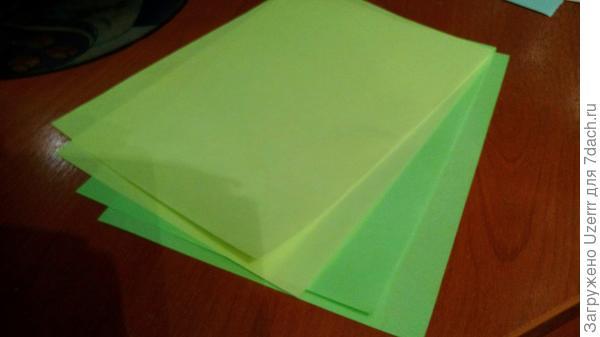 для первой детали нам нужно разрезать листы пополам,сделать из формата А4,в формат А5. Я остановилась на толщине в 4 листика.