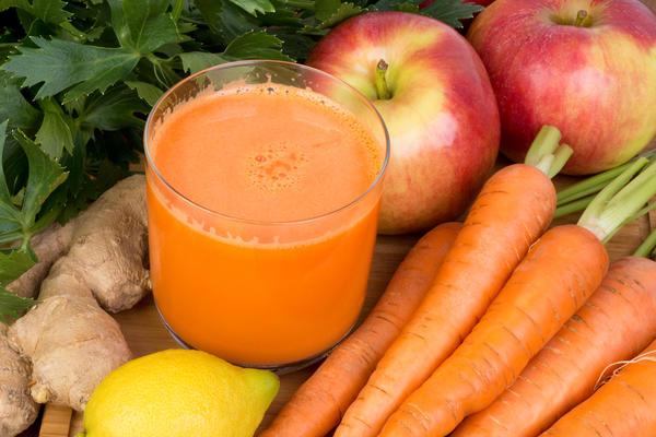 Если добавить к морковному соку сок из яблока или тыквы, вы получите замечательные по вкусу и полезности продукты