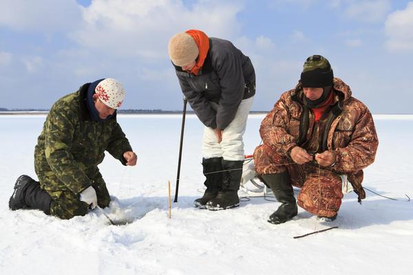 Безопасным считается лед толщиной минимум в 7 см