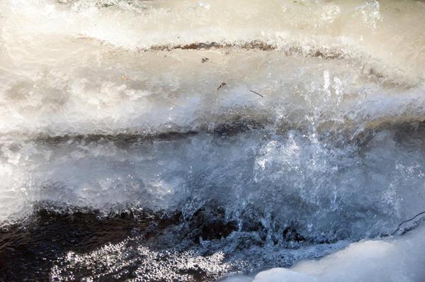 В шхерах и среди групп мелких островов или луд толщина льда часто непредсказуема