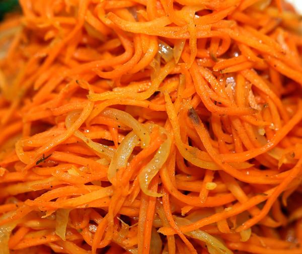 Корейская морковка иногда бывает ингредиентом в каком-либо другом салате