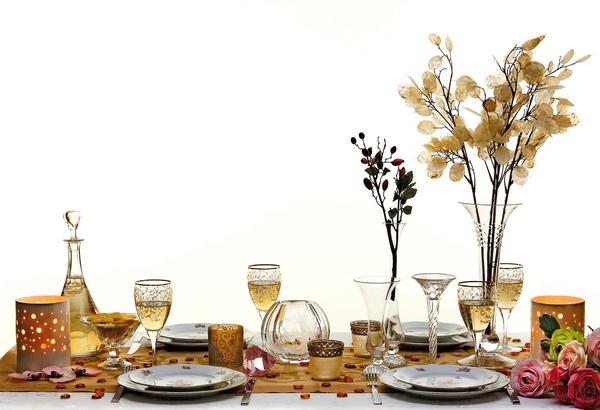 Сухие букеты могут стать элегантным дополнением к праздничной сервировке стола