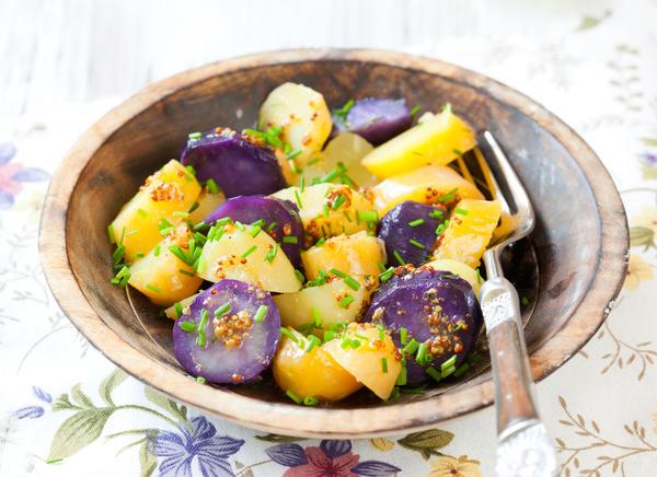 Вареный фиолетовый картофель