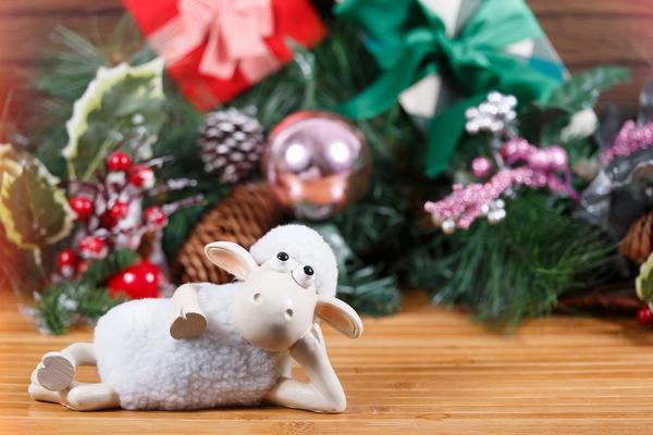 По восточному календарю 2015 год - год Синей Деревянной Овцы