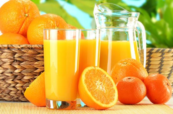 Рекомендуется запивать крепкие напитки лимонным, апельсиновым или грейпфрутовым соком