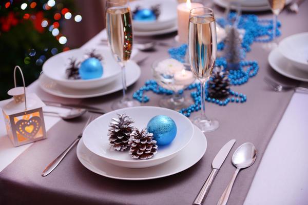 Бело-синий стол