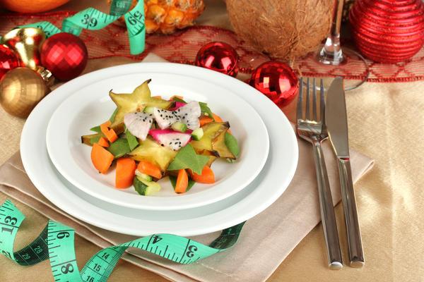Если на столе несколько видов салатов  - постарайтесь выбрать овощной. И без майонеза