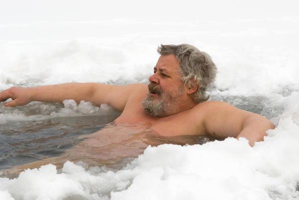 В России к закаливанию часто относят выработку устойчивости организма к холоду, в особенности к холодной воде