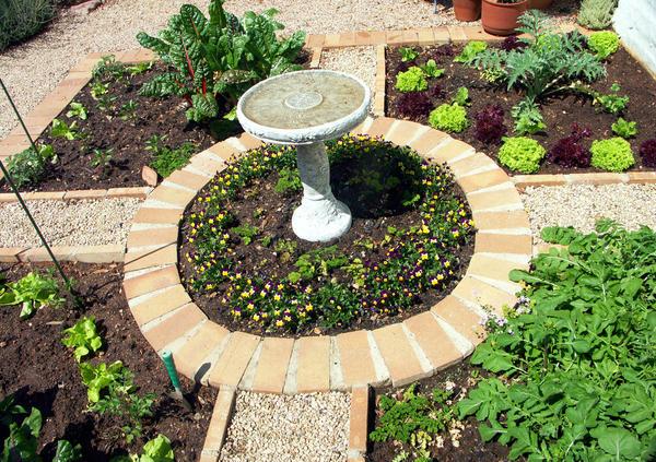 Дизайн ароматного садика зависит от выделенной ему площади и вашей фантазии