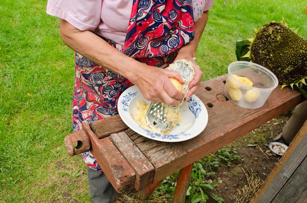 Непритязательный дачник способен практически в любых условиях состряпать кулинарный шедевр, но зачем усложнять себе жизнь?