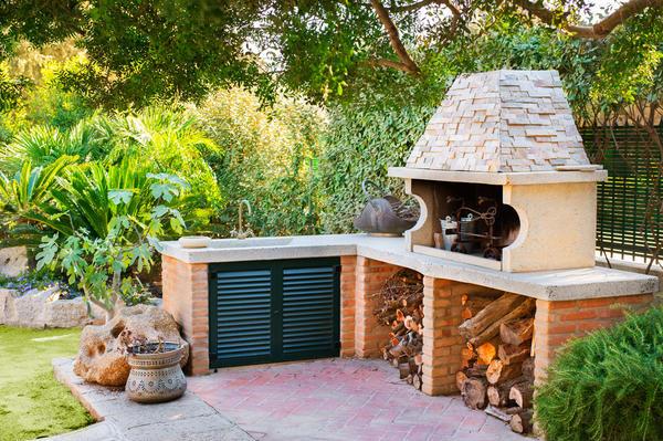 Идей обустройства летней кухни на даче можно найти великое множество