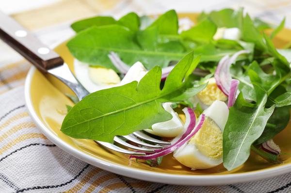 Салат с одуванчиками