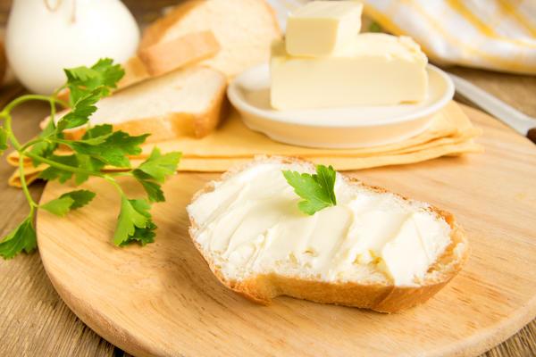 Сыр и сливочное масло