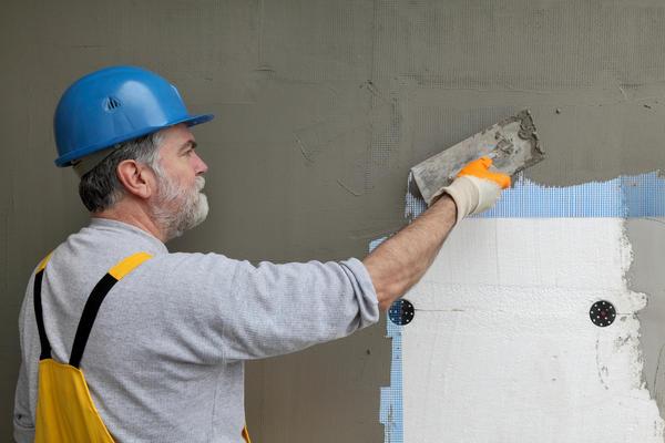 Завершает процесс фиксация фасадной сетки внахлест, уголков и шпаклевание плоскости тем же клеем.