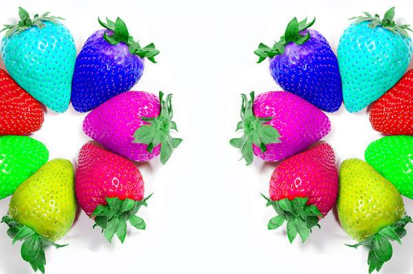 цветная клубника