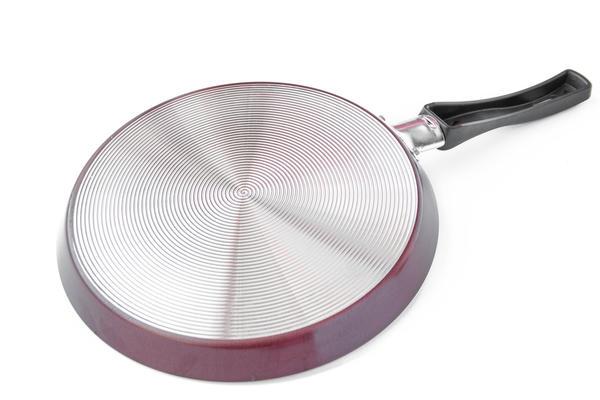 Если дно сплошь покрыто крохотными концентрическими канавками наподобие старой грампластинки - посуда идеальна для газовой плиты