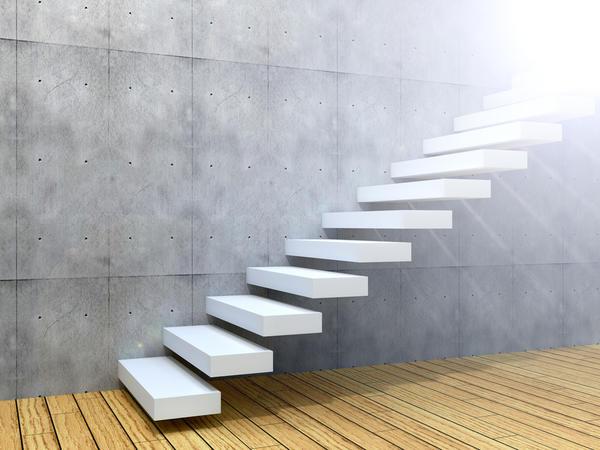 Каменные ступени делают чаще всего из прочных и очень долговечных гранита или кварцита, а также мягкого и легко истирающегося мрамора
