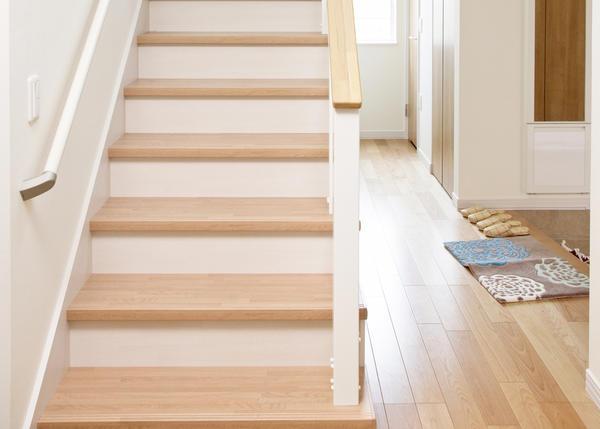 Выбирать и планировать лестницу нужно  еще на стадии проектирования дома