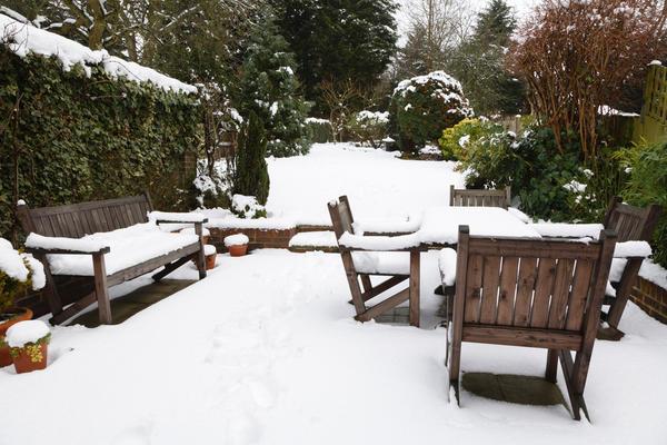 Под вопросом эксплуатация деревянной мебели зимой
