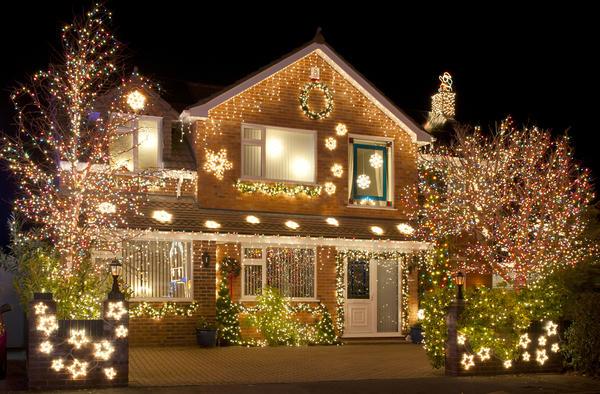 Атмосфера праздника должна царить не только внутри, но и снаружи дома