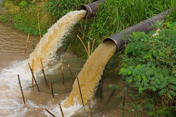 Такую воду употреблять для питья или приготовления пищи вообще не стоит.
