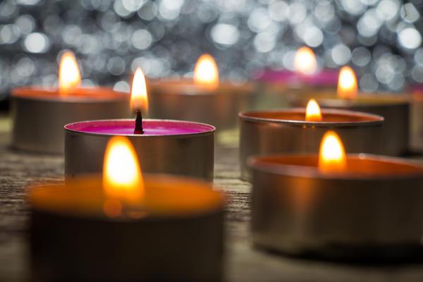 Не обойтись и без свечей
