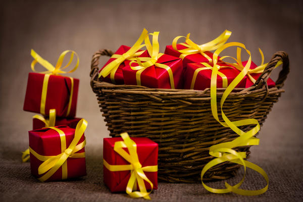 Сделайте большую корзину с подарками!