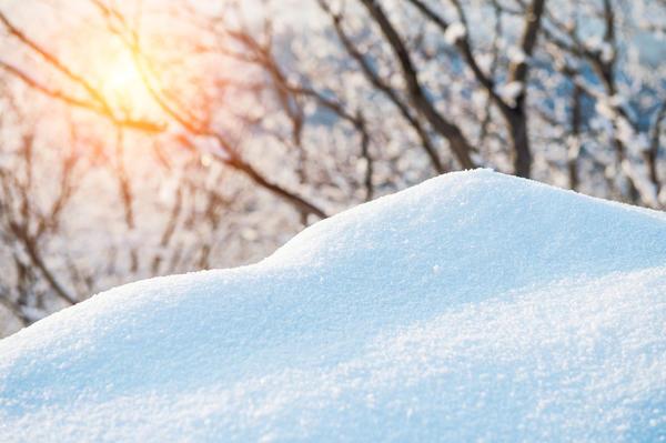 Мелкий колючий снег