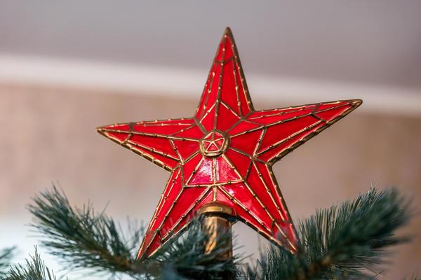 Традиционным украшением для верхушки новогодней ели является звезда