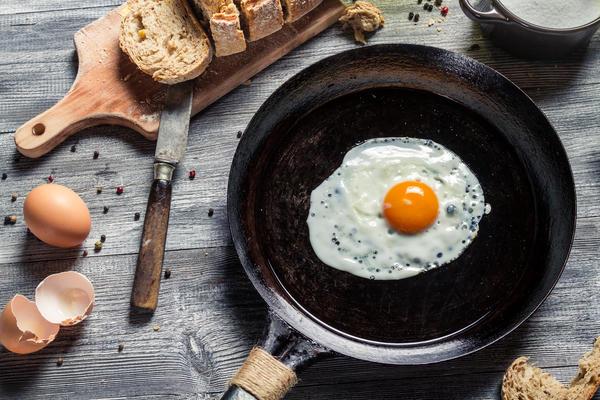 Самый распространенный вариант -универсальная сковорода