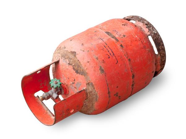 Стальные баллоны ржавеют снаружи под влиянием атмосферных явлений при перевозке, хранении и эксплуатации