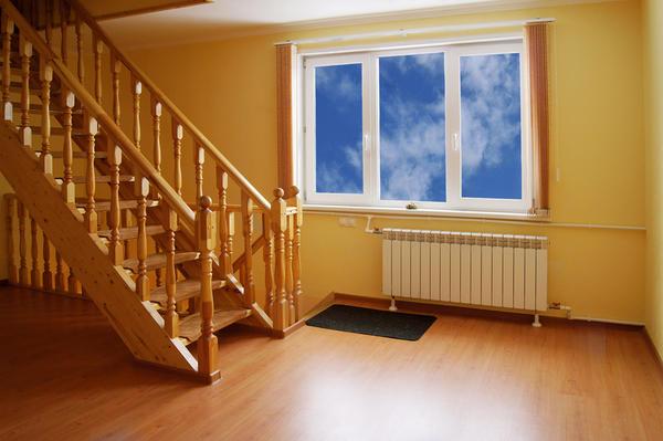 Выбор материала ограждения зависит от стиля лестницы и интерьера.