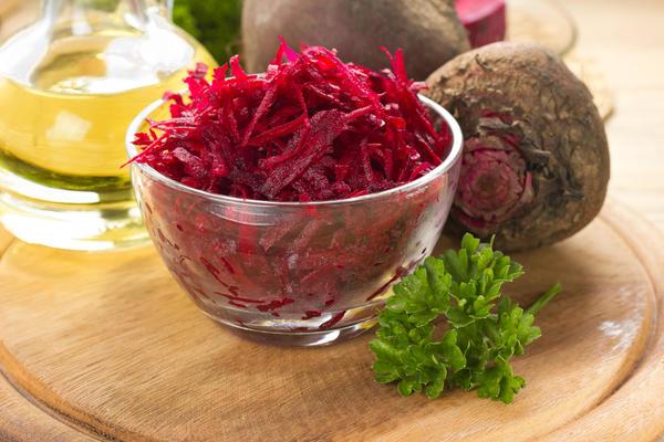 Самый простой салат из сырой свеклы