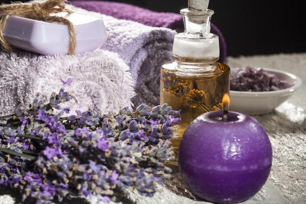 Подберите любимую спокойную музыку, приготовьте ароматические масла или пучки любимых пряных трав.