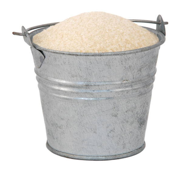 Можно набирать оцинкованным ведром гравий, щебень, песок