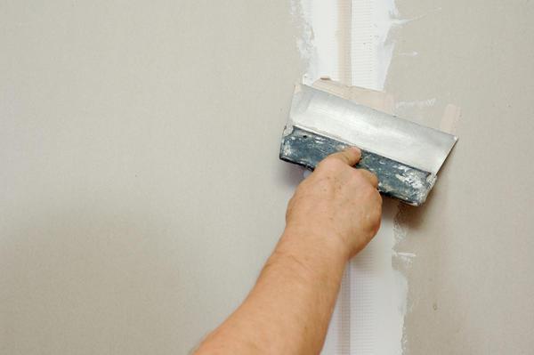 Полностью закрыть потолок или стены в помещении вполне по силами двух человек за один день