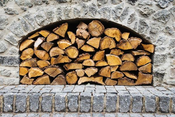 Так можно только зрительно эффектно хранить дрова