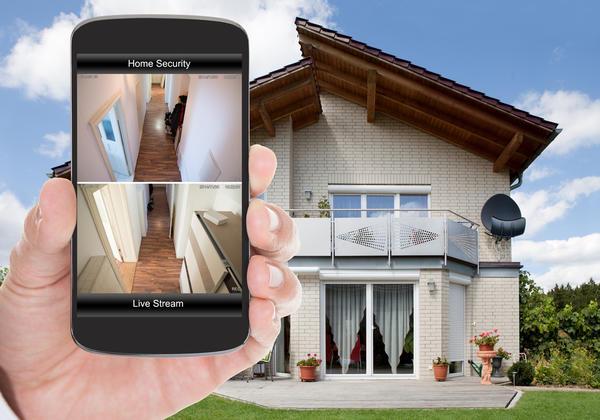 Можно в режиме реального времени смотреть картинку с камер на планшете, ноутбуке или смартфоне