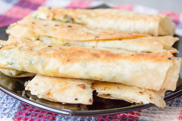 Лаваш с начинкой из зелени и сыра
