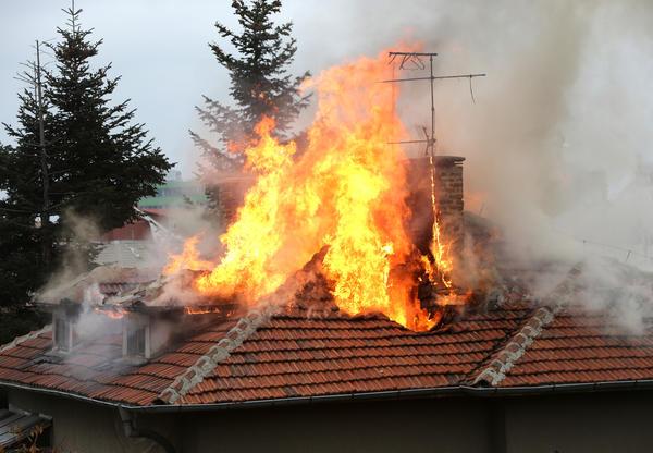 Увы, но и в XXI веке горят дома