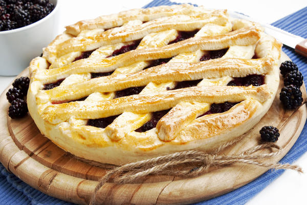 Пирог с ежевикой на дрожжевом тесте