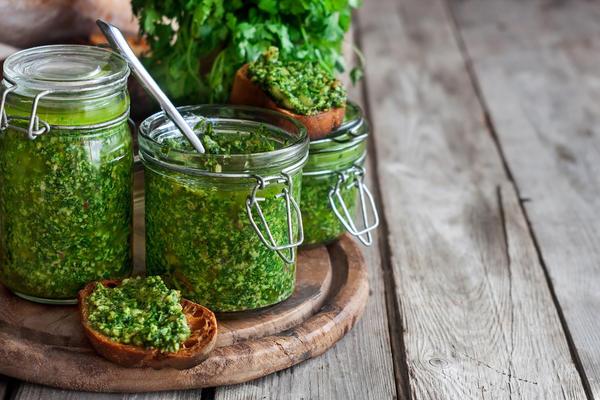 Зелень с маслом