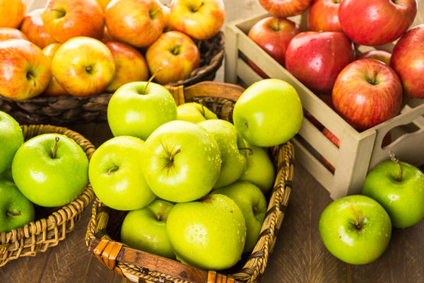 По сроку созревания яблоки делятся на три группы
