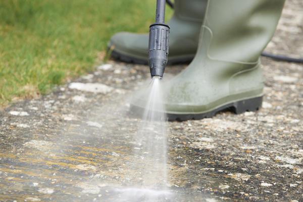 Поливая свои дорожки и площадки 2 раза в день, испаряется достаточное количество воды для поддержания оптимальной влажности воздуха