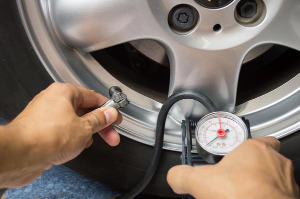 Правильно накачанные шины - это не только безопасность, но и экономия топлива