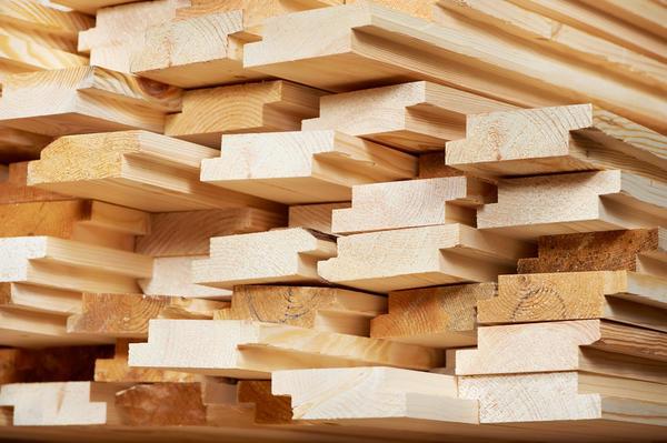 Набор древесных пиломатериалов для строительства