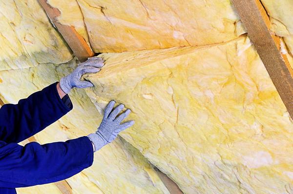 Самая распространённая технология возведения мансардной крыши предполагает утепление скатов